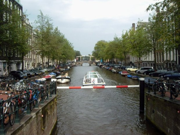 ams canal1
