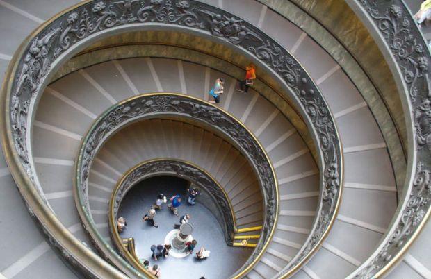 escada-dos-museus-do-vaticano